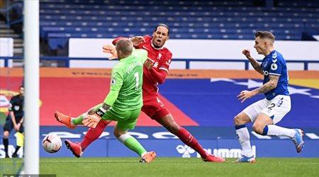 """""""خطوة متقدمة"""".. ليفربول يحصل على بديل فان دايك"""