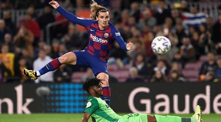 لتعويض خسائر كورونا.. برشلونة يستغل عودة الدوري الإسباني