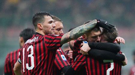 ميلان يحصن نجمه من إغراءات برشلونة.. وعملاق إيطالي في الصورة