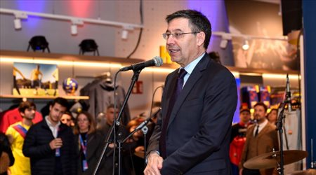 """رئيس برشلونة """"المخلوع"""" يقضي ليلته على بلاط الزنزانة.. والإفراج عن مساعده"""