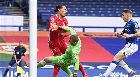ليفربول حدد بديل فان دايك.. مدافع برايتون الذي ساهم في معجزة ليدز يونايتد