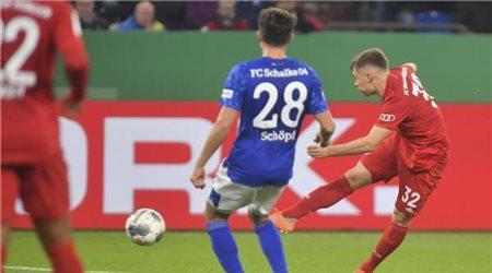 بايرن ميونخ لنصف نهائي كأس ألمانيا بصاروخية في شباك شالكة