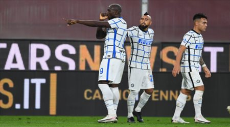 إنتر يتخطى جنوى بثنائية في الدوري الإيطالي.. ولوكاكو يتألق
