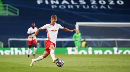برشلونة يسعى لاستعادة لاعبه.. صراع رباعي على نجم لايبزيج الشاب
