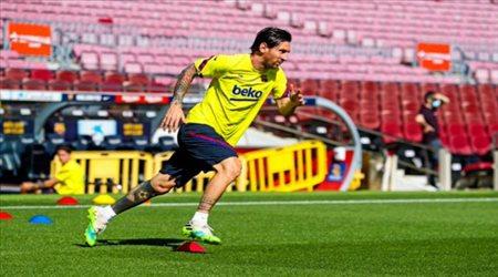 ميسي يعود لتدريبات برشلونة على ملعب كامب نو