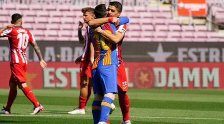 مشهد عاطفي لميسي وسواريز في قمة حسم الدوري الإسباني
