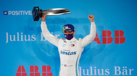 دي فريز يتوج بذهبية الجولة 1 من فورمولا إي الدرعية