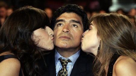 تحقيقات قضائية خاصة مع ابنتي مارادونا بعد التسريبات الفاضحة