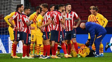 برشلونة يوضح طبيعة إصابة بيكيه المرعبة.. ويكشف موقف روبيرتو