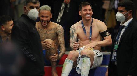 ميسي يطلب من نجوم الأرجنتين التوقف عن إهانة نيمار أثناء الاحتفال