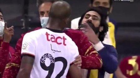 """سيبا يكذب.. 3 أخطاء ساذجة """"تفضح"""" نجم الشباب أمام حسين عبد الغني!"""
