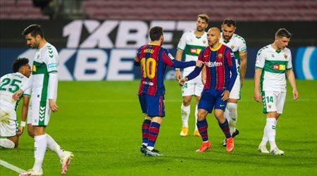 بطل الدوري الإنجليزي الخارق ينتقل إلى برشلونة