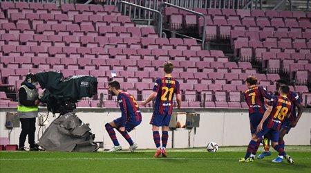 برشلونة يكتب التاريخ من جديد.. ريمونتادا تقود زملاء ميسي إلى نهائي الكأس