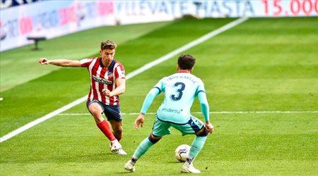 """أتلتيكو يسقط أمام ليفانتي.. """"هدية ثمينة إلى ريال مدريد وبرشلونة"""""""