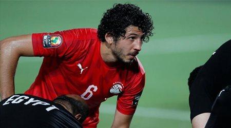 """""""النجيل الصناعي"""" يهدد حجازي أمام ليبيا .. وإصاباته المتكررة بالصليبي ترعب الاتحاد"""
