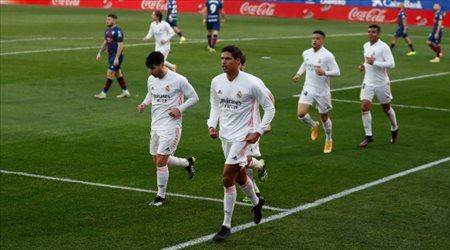 ريال مدريد يستعيد هذا الثلاثي.. وزيدان يعلن قائمة مباراة فالنسيا