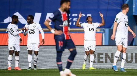 طرد نيمار.. وباريس سان جيرمان يسقط أمام ليل في الدوري الفرنسي
