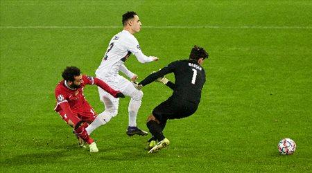 ليفربول يسقط في فخ ميتييلاند.. وأتالانتا يرسل أياكس إلى الدوري الأوروبي