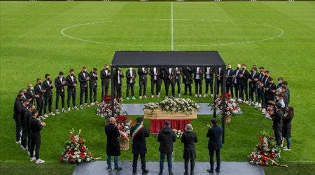 صور| تنفيذا لوصيته.. وداع ملحمي لجثمان باولو روسي