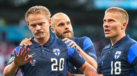 "يورو 2020| ""يسجل ويرفض الاحتفال"".. نجم فنلندا يتضامن مع إيركسين"
