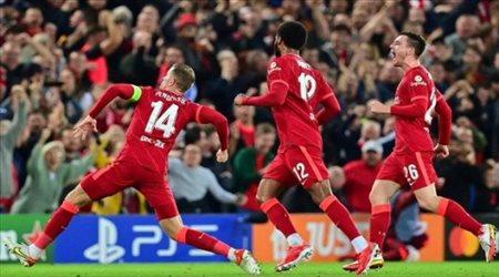 """""""ستيفين جيرارد يسجل هدف الفوز أمام ميلان"""".. أسطورة ليفربول يشيد بالقائد"""