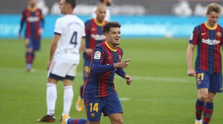 كوتينيو يدافع عن نفسه.. ويعلق على أنباء رحيل ميسي عن برشلونة