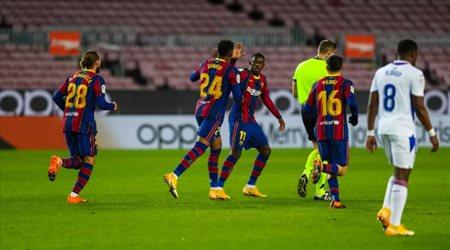 """برشلونة يعلن رسميا إصابة نجمه.. """"لهذا السبب استبدله كومان"""""""