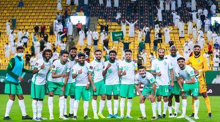 """صور  """"الأخضر دائما في القمة"""".. نجوم السعودية يحتفلون باكتساح فلسطين بخماسية"""