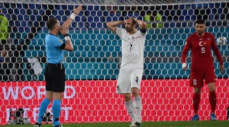 """صور  """"جدل تحكيمي في يورو 2020"""".. هل استحقت إيطاليا ضربة جزاء أمام تركيا؟"""