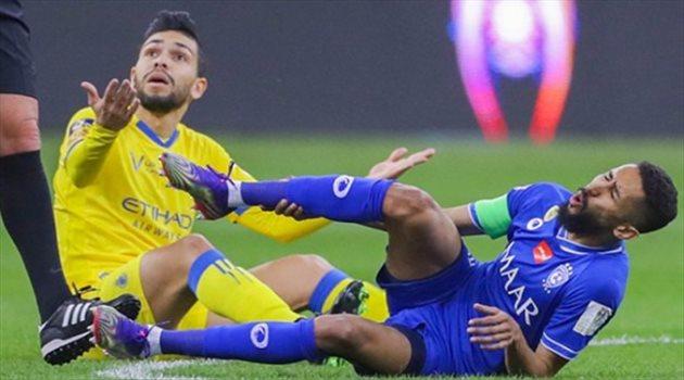 سلمان الفرج وبيتروس في مباراة الهلال والنصر