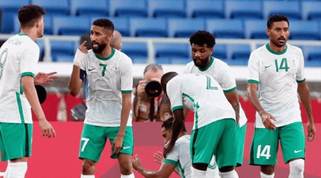 علي الحسن وسامي النجعي وسلمان الفرج وعبد الله الحمدان في مباراة السعودية وساحل العاج
