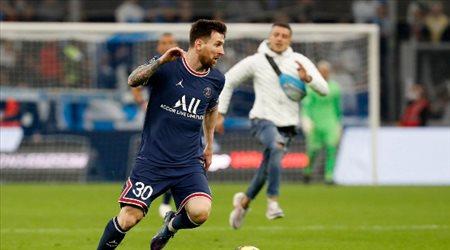 هل منع هذا المشجع ليونيل ميسي من تسجيل هدف فوز باريس سان جيرمان؟